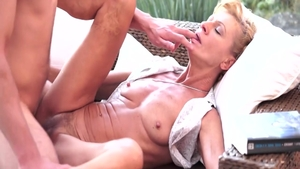 Skinny blonde babe Leigh Darby wishes loud sex