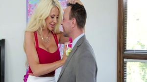 Blonde haired Courtney Taylor blowjobs porno