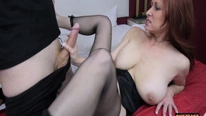 MILF Tiffany Mynx masturbating