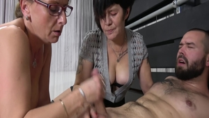 Young GILF digs pussy fucking