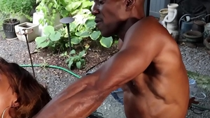 Muscled ebony coach finds irresistible blowjob