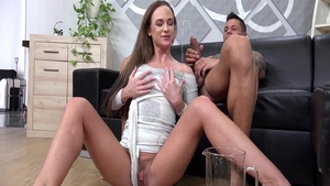 Babe Vinna Reed pissing