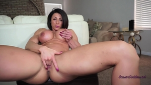 Muscled goddess sexy dancing in HD