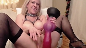 Beautiful mature rough foot teasing live on cam