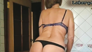 Very sexy pawg softcore seduce in the kitchen