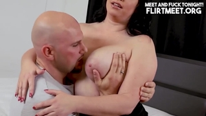 Cumshot escorted by thick pawg