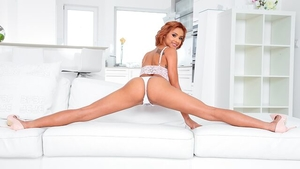 Acrobatic redhead Veronica Leal need gets hard slamming